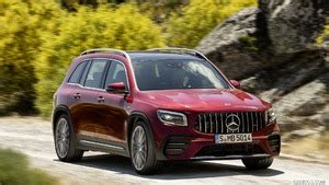 The high performance guaranteed by its 2.0 306 hp petrol turbo (mercedes declares. 2021 Mercedes-AMG GLB 35 4MATIC (Color: Designo Patagonia Eed Metallic) - Front Three-Quarter ...