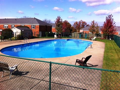 2 Bedroom Apartments For Rent In Erie Pa by Carriage Hill Townhouses Apartments For Rent In Erie Pa