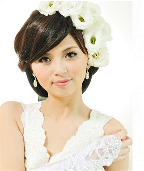 trendy asian wedding hairstyle  white fresh flowers