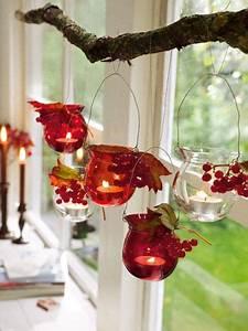Fensterdeko Zum Aufhängen : f r 39 s herbstleuchten windlichter mit bl ttern beeren dekorieren und stilecht am ast aufh ngen ~ Eleganceandgraceweddings.com Haus und Dekorationen