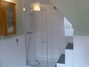 dachschrge vorhang duschvorhang badewanne home design inspiration