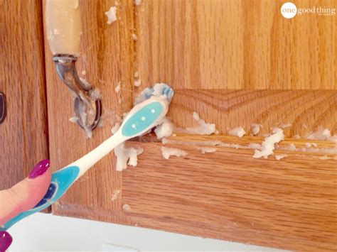 cleaning wood kitchen cabinets how to clean grimy kitchen cabinets with 2 ingredients