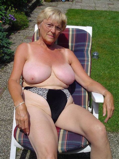 Amateur Grannies Showing Off Their Big Boobs Pichunter