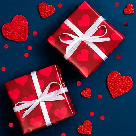 valentine day background  red gift boxes  hearts