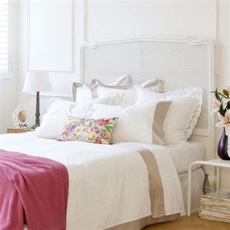 coussin chambre ado idée déco chambre de fille ado literie à motifs floraux