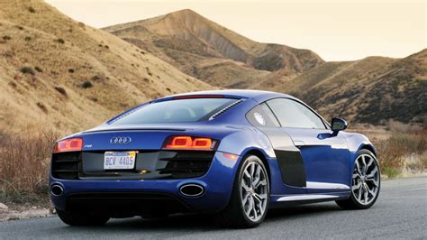 Review 2010 Audi R8 52 Fsi V10 Reminds Us We're In The
