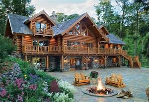 Old Fashioned Log Home in Michigan