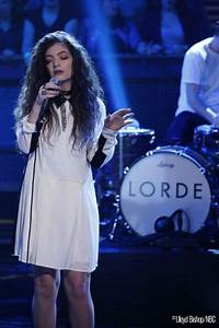 LORDE made her American TV debut on the show last night ...