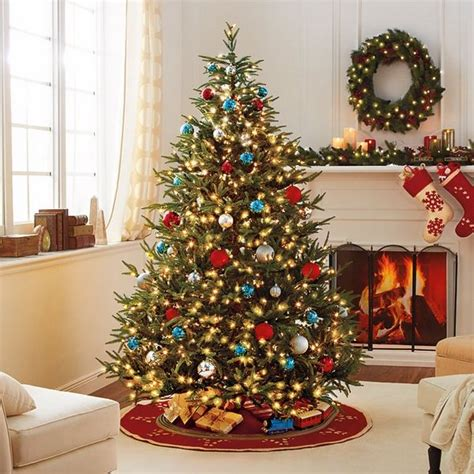 fraser grande hinged tree  pre lit   voltage