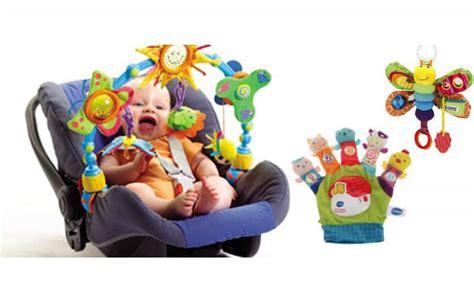 siege nomade bébé 8 jouets pour voiture avec bébé voyage en famille avec