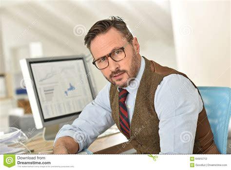 bureau homme d affaire homme d 39 affaires d 39 une cinquantaine d 39 ées au bureau