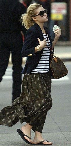 celebrity style ashley olsen louis vuitton speedy  handbag