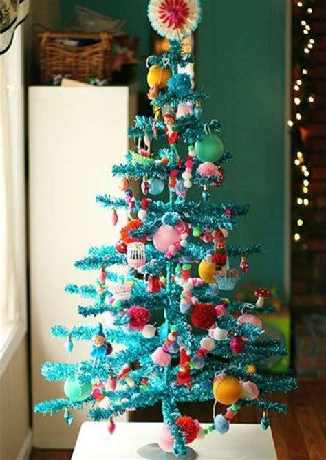bold turquoise christmas decor ideas shelterness