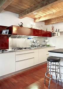 cuisine mur rouge meuble blanc maison design bahbecom With cuisine mur rouge meuble blanc