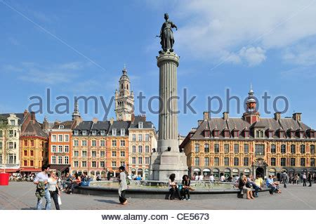 siege lille tourists and memorial of the siege of 1792 column of the