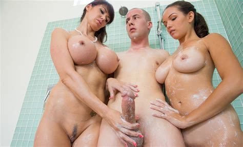 Teen And Milf Banging In The Shower Faapy