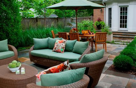 how to choose patio furniture ideas for small spaces