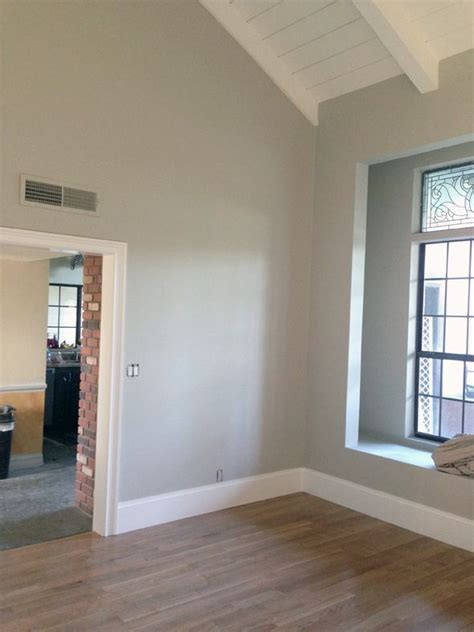 benjamin moore s chantilly lace for ceilings paint
