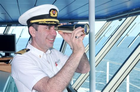 What is the salary of a cruise ship captain