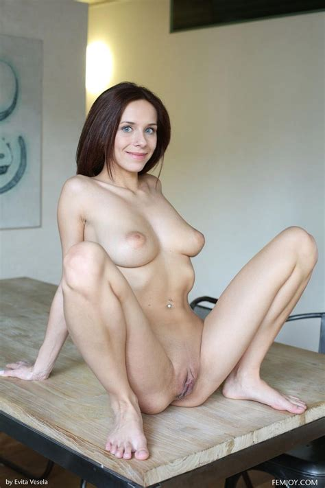 tracy loves shows off her beautiful breasts