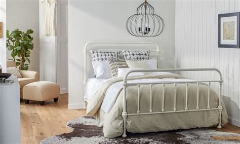 Ideas To Make Bedroom Look Bigger by How To Make A Small Bedroom Look Bigger Overstock