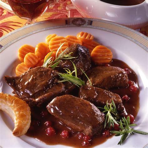 cuisine du chevreuil recette selle de chevreuil sauce poivrade