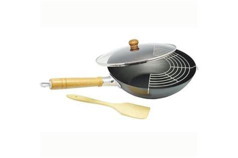 comment cuisiner avec un wok comment choisir wok conseils d 39 experts fnac