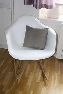 Fauteuil Allaitement Chambre Bébé : fauteuil a bascule blanc photo 4 18 fauteuil a bascule blanc avec petit coussin tissu ~ Teatrodelosmanantiales.com Idées de Décoration