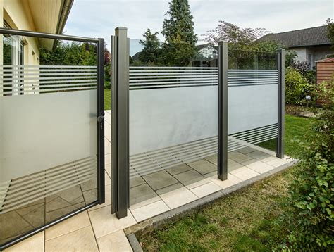 sichtschutz für garten und terrasse teiltransparente glasl 246 sung als wind und sichtschutz