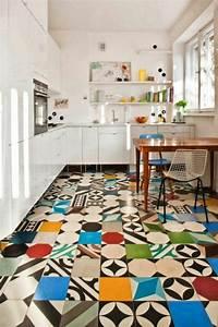 Welche Fliesen Für Küchenboden : die richtige fliesenfarbe f r ihre k che ihr bad aussuchen ~ Sanjose-hotels-ca.com Haus und Dekorationen