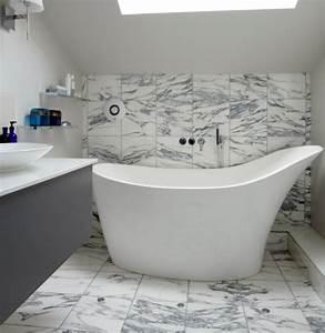Badewanne Kleines Bad : kleine und moderne badezimmer mit badewanne freshouse ~ Buech-reservation.com Haus und Dekorationen