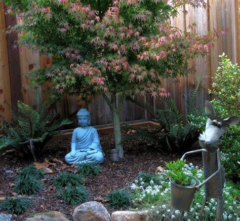 buddha statue japanese garden designs  small spaces