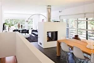 Salle a manger moderne blanche avec cheminee interieure for Deco cuisine avec salle À manger contemporaine complète