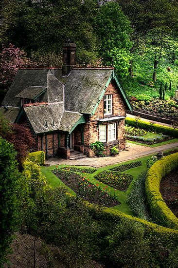 cottage in scozia princes gardens in edinburgh such a beautiful