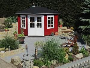 Gartenhaus Im Schwedenstil : das 5 eck gartenhaus im schwedenstil ist das herzst ck dieses kleinen steingartens auf dem ~ Markanthonyermac.com Haus und Dekorationen