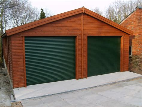 Double Garage : Wooden Double Garage With Roller Door