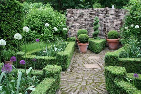 Buchsbaum In Form & Knoten › Zinsser Gartengestaltung