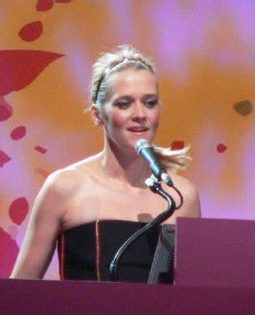 Her birthday, what she did before fame, her family life, fun trivia facts, popularity rankings, and more. Edith Bowman - Wikipedia
