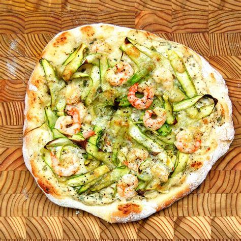 cuisiner les crevettes pizza aux asperges crevettes nordiques et gré des chs julie aubé