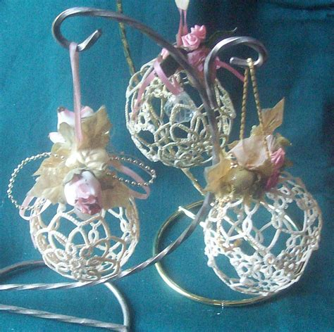 kathys victorian tatted lace   christmas ball ornaments
