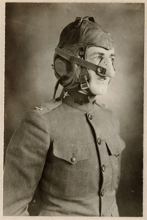 Un Masque D'oxygène Pour Aviateur De La Première Guerre