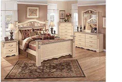 Used Bedroom Set Excellent Condition From Ashley Furniture
