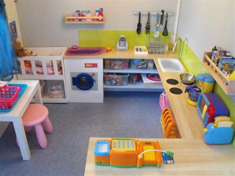 la cuisine des filles visite de notre salle de jeux montessori chez moi