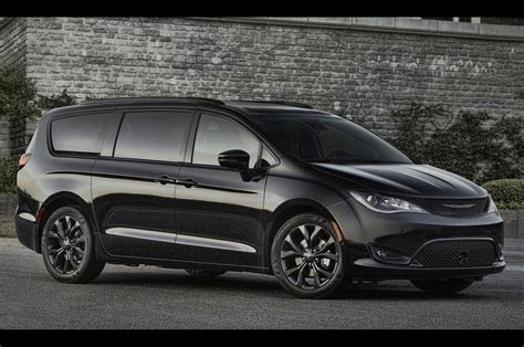 2018 Chrysler Pacifica Goes Into Stealth Mode With New S