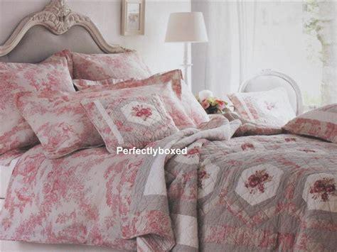 toile de jouy cotton quilt bedding toile de jouy quilt toile de jouy quilt single perfectlyboxed com