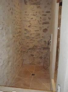 Mur Pierre Apparente : douche italienne avec murs en pierres apparentes habitat ~ Premium-room.com Idées de Décoration