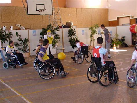 nouveau sport en fauteuil roulant le poussball