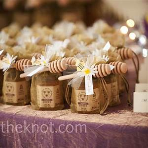 Honey and praline favors for Honey bee wedding favors