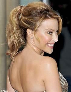 Coiffure Queue De Cheval : cheveux on opte pour la queue de cheval elle ~ Melissatoandfro.com Idées de Décoration