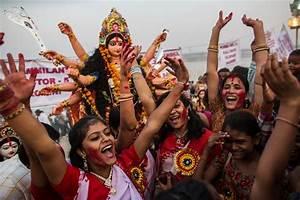 Hindus mark the triumph of good over evil - Photos